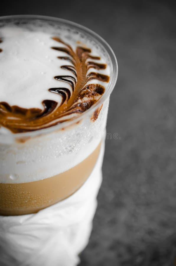 Latte sztuki kawy procesu rocznika styl zdjęcia stock