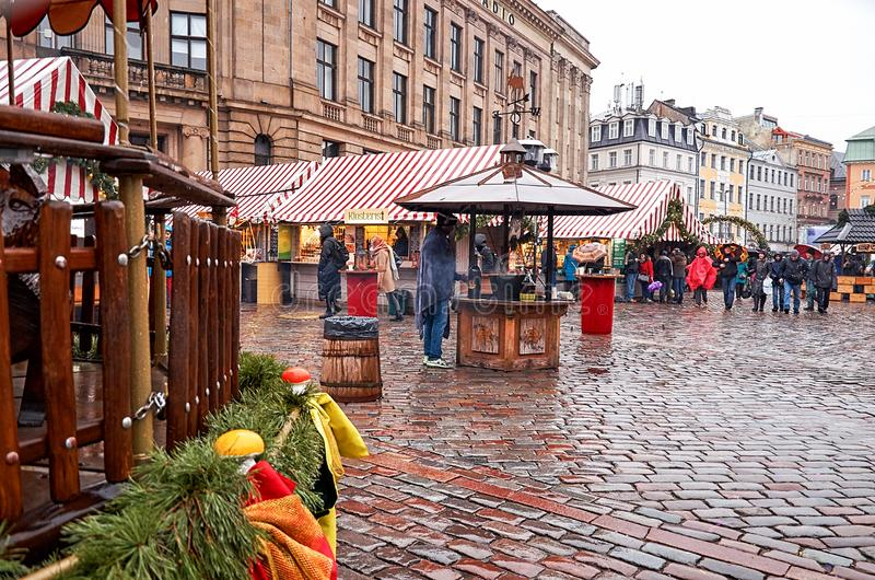 latvia Jul som är ganska i den gamla staden av Riga Jul i Riga Januari 01, 2018 fotografering för bildbyråer