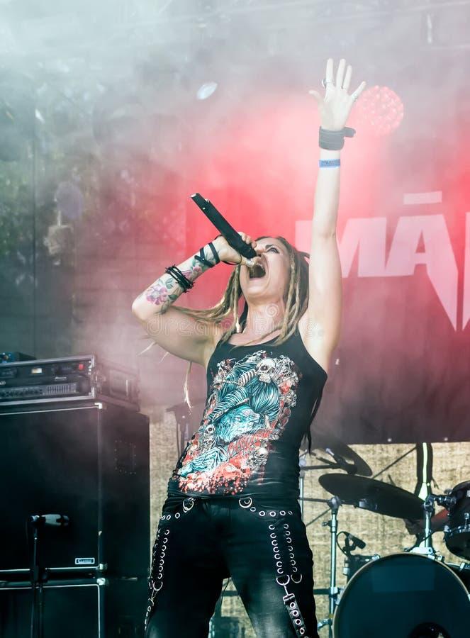 Latvian metalu zespołu MÄ  akademie królewskie wykonuje przy Metalshow na wolnym powietrzu festiwalem zdjęcia stock
