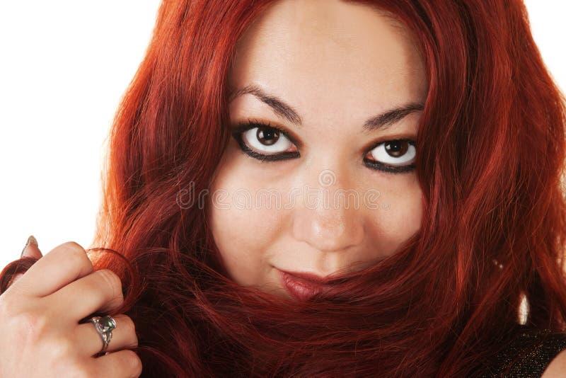 Latynoska Dama Bawić się z Jej Włosy zdjęcie royalty free