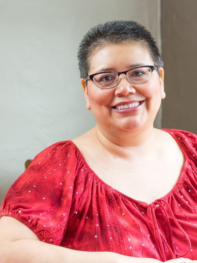 Latynoska kobieta Diagnozująca Z nowotworem piersi obrazy stock