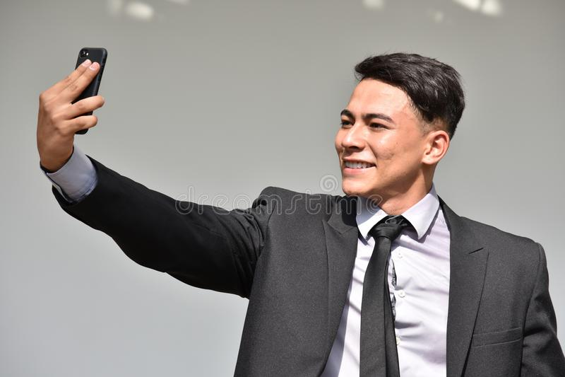 Latynoski biznesmen Selfy Jest ubranym kostium I krawat zdjęcie royalty free