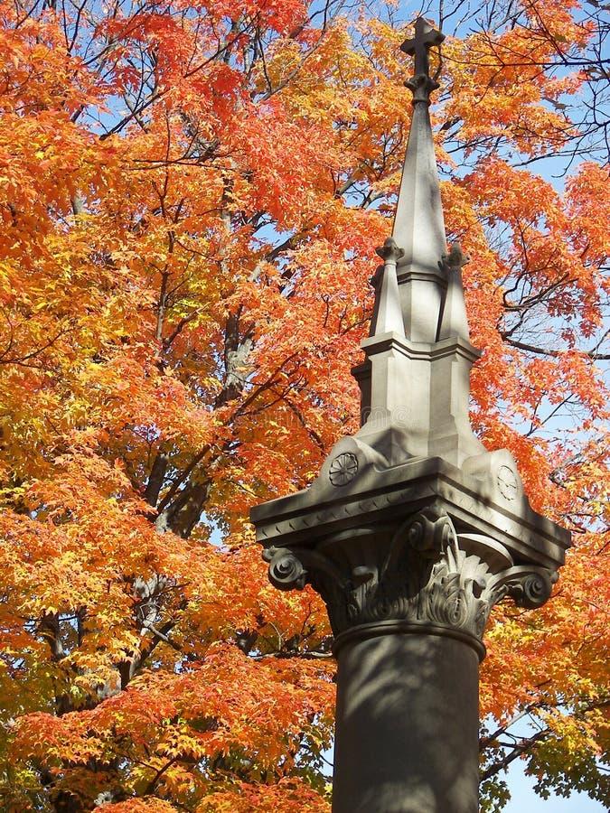 Laub in Friedhof 3 stockbilder