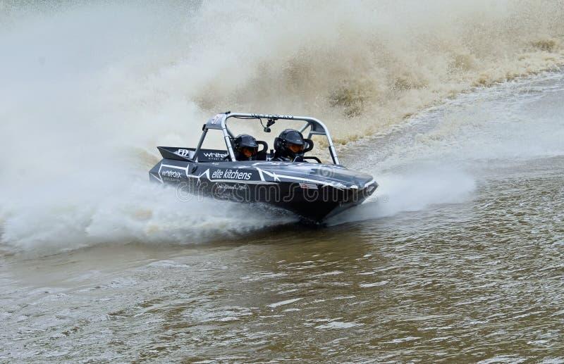 Laufen des Schnellboots, das an den hohen Geschwindigkeiten konkurriert lizenzfreie stockbilder
