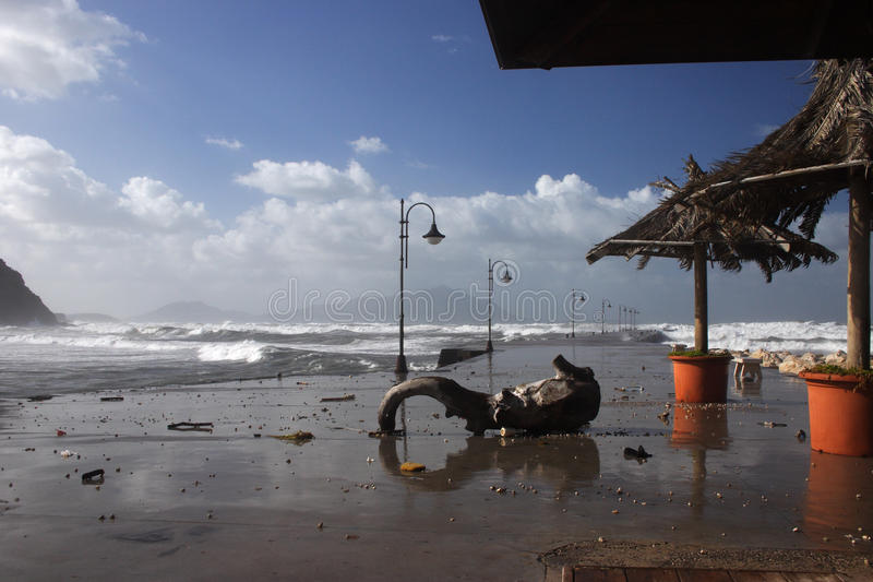 Laufen Sie nach dem Sturm mit den Ischia und procida leer stockfotos
