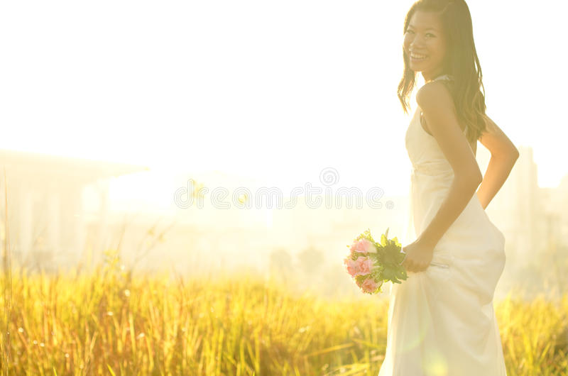 Laufende Braut lizenzfreie stockfotografie