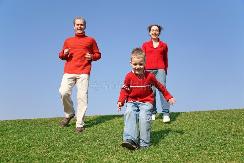 Laufende Familie lizenzfreie stockfotografie
