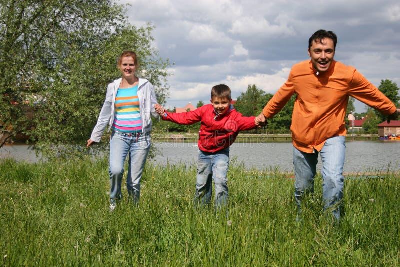 Laufende Familie stockfoto