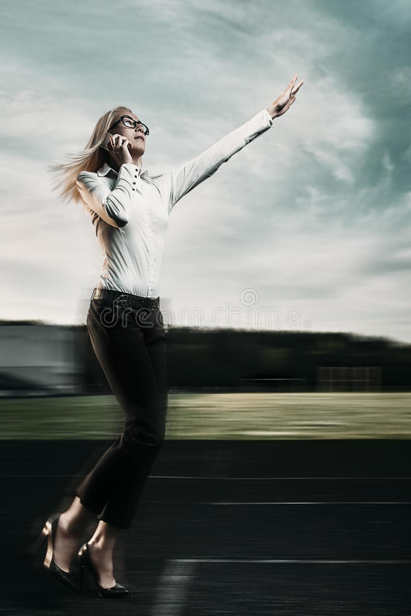 Laufende Geschäftsfrau stockfotos