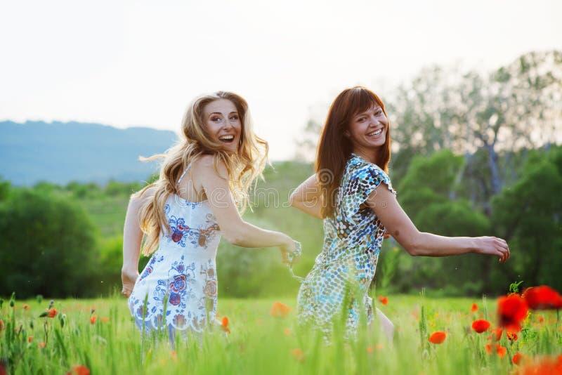 Laufende Mädchen lizenzfreie stockbilder