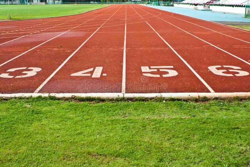Laufende Spur mit nummerierten Wegen stockfoto