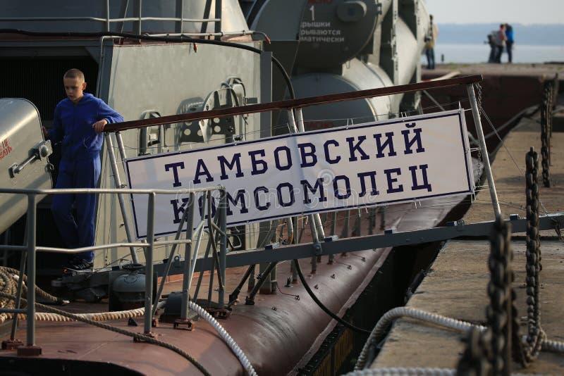 Laufplanke mit dem Namen des Schiffsabschlusses oben lizenzfreies stockbild