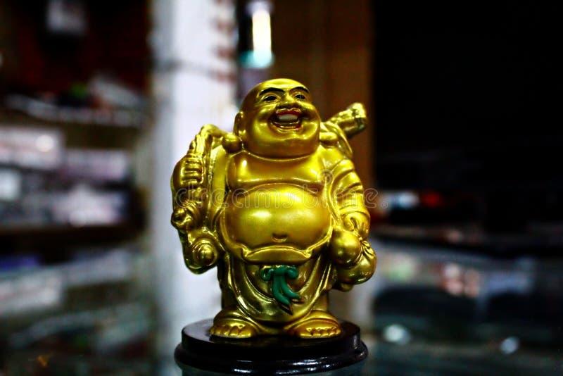 A Laughing Buddha se le conoce popularmente como un Buda feliz imagen de archivo