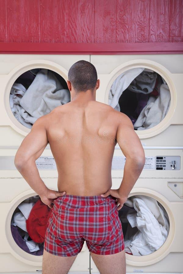 laundromat άτομο μυϊκό στοκ εικόνες