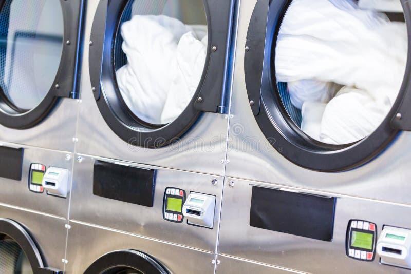 laundromat fotos de stock