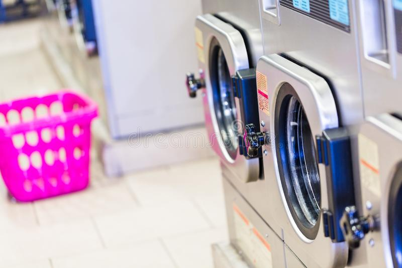 laundromat foto de stock