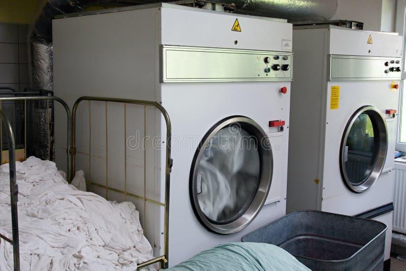 Laundromat drogers stock foto