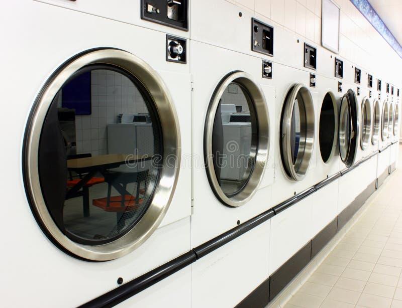 Laundromat-drogers stock foto's