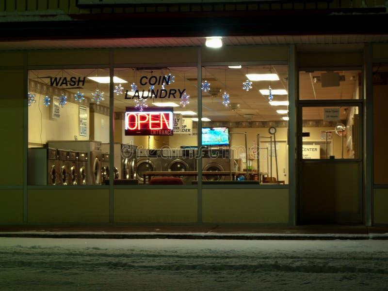 laundromat pusta noc zdjęcia stock