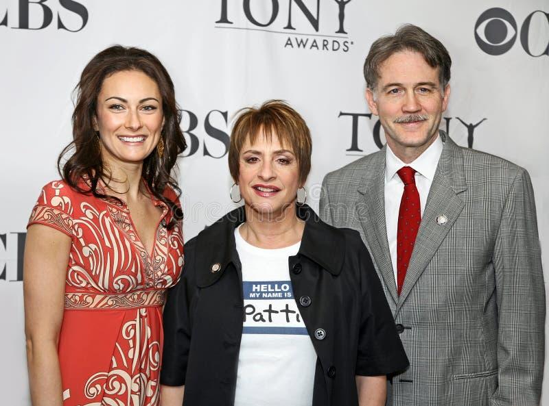 Laura Benanti, Patti LuPone, en Boyd Gaines stock afbeeldingen