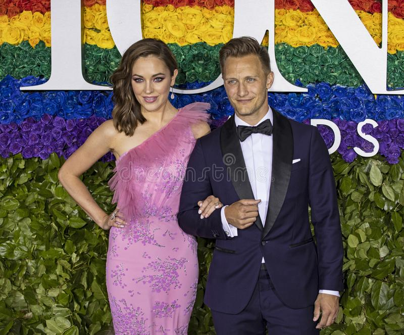 Laura Osnes y Nathan Johnson en Tony Awards 2019 foto de archivo