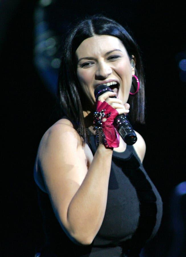 Laura Pausini executa no concerto imagem de stock