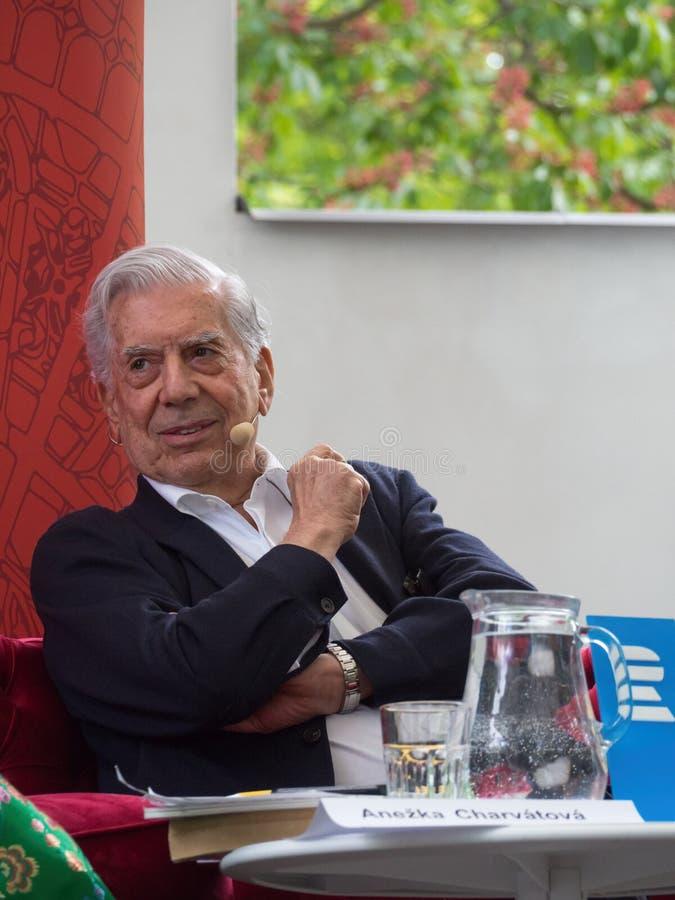 Laureat del premio Nobel in letteratura Mario Vargas Llosa sul mondo Praga 2019 del libro immagine stock libera da diritti