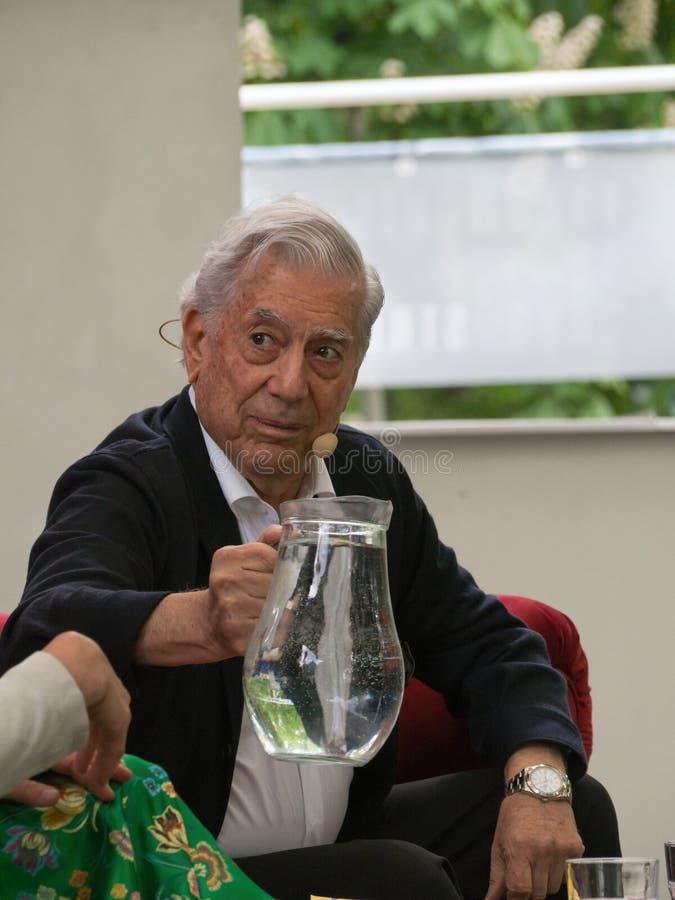 Laureat del premio Nobel in letteratura Mario Vargas Llosa sul mondo Praga 2019 del libro immagini stock