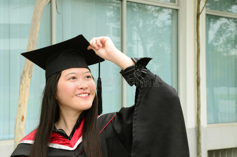 Laureato asiatico dell'università immagini stock