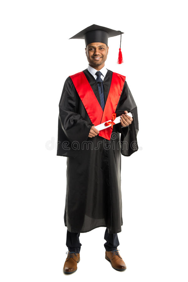 Laureato maschio dell'afroamericano in abito e cappuccio fotografia stock