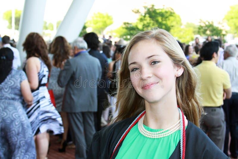 Laureato teenager sorridente immagine stock libera da diritti