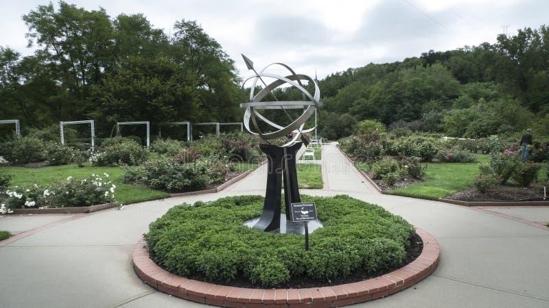 Lauritzen-Gärten, Omaha, Nebraska, armillary Bereich lizenzfreies stockfoto