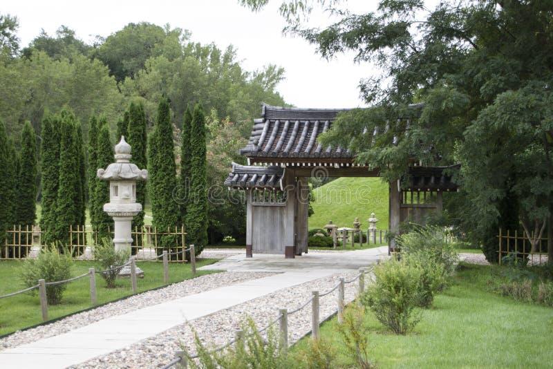 Lauritzentuinen, Omaha, Nebraska, oosterse tuinen met beeldhouw stock fotografie