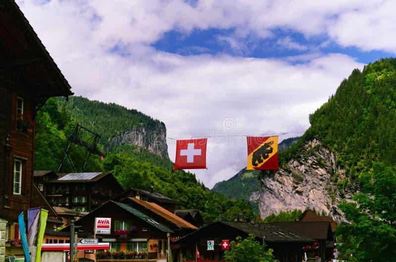 Lauterbrunnen - schweizisk Jungfrau för bergsemesterort region arkivfoto