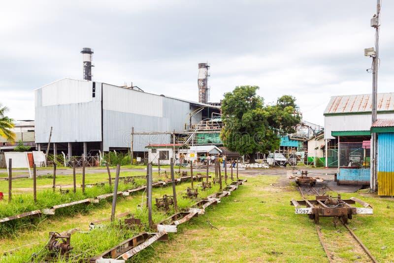 Lautoka, Fiji Moinho de açúcar de Lautoka com a estrada de ferro abandonada do calibre estreito A fábrica do açúcar é ainda a mai fotografia de stock