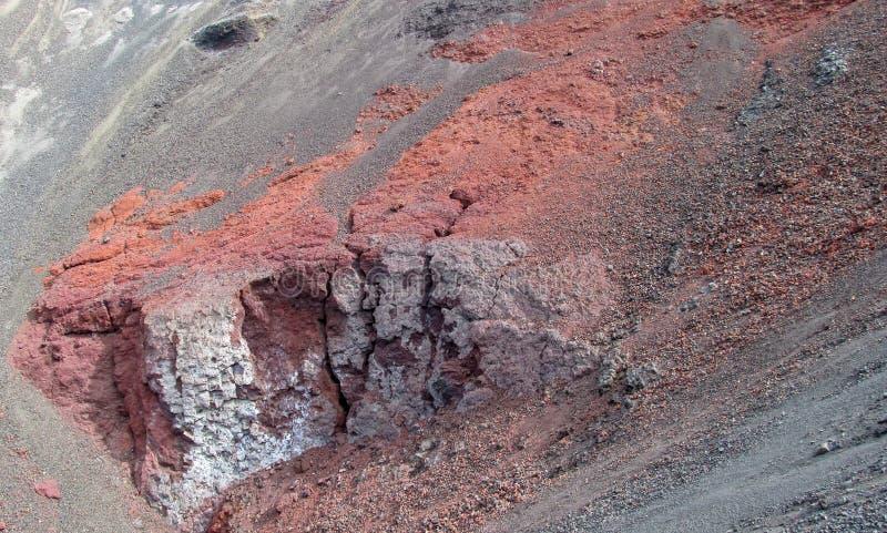 Lava congelata rossa del cratere vulcanico fotografia stock libera da diritti