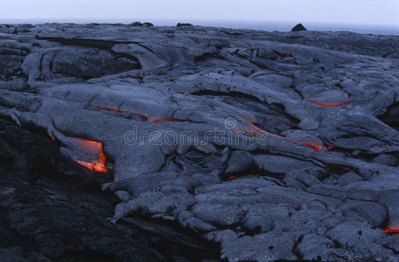 Lava de enfriamiento grande del parque nacional de los volcanes de la isla de los E.E.U.U. Hawaii imagen de archivo libre de regalías