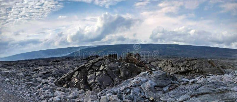 Lava Delta et l'écoulement de lave de tabagisme actif dans une lave basculent le désert en Hawaï, grande île images stock