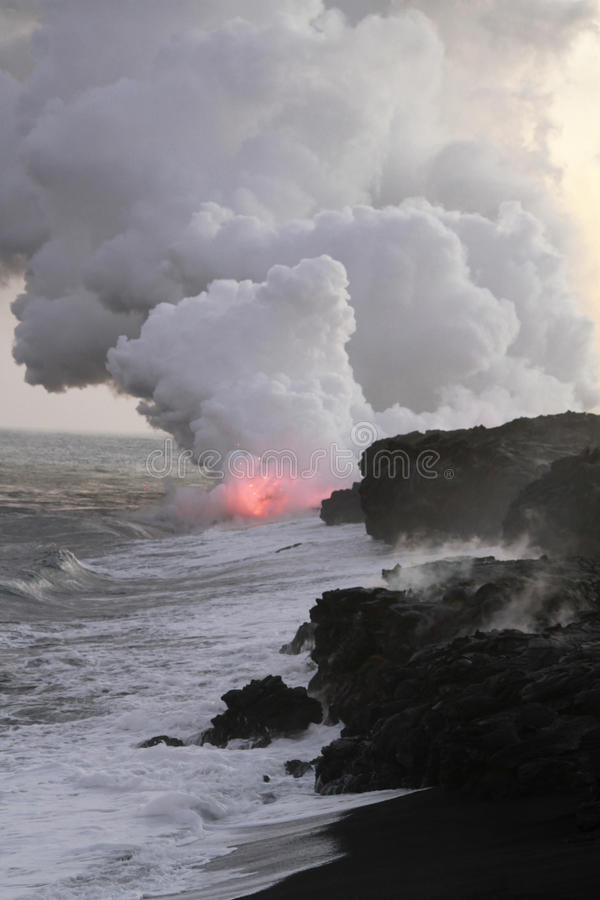 Lava Flowing Into Pacific Ocean arkivfoto