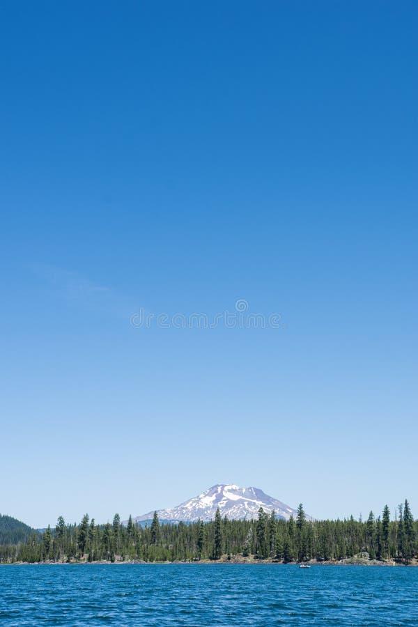 Lava Lake längs kaskad krökningen Oregon för scenisk Byway för sjöar den near royaltyfri fotografi