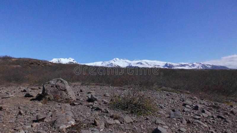 Lava Stone And Mountains View met Blauwe Hemel royalty-vrije stock fotografie