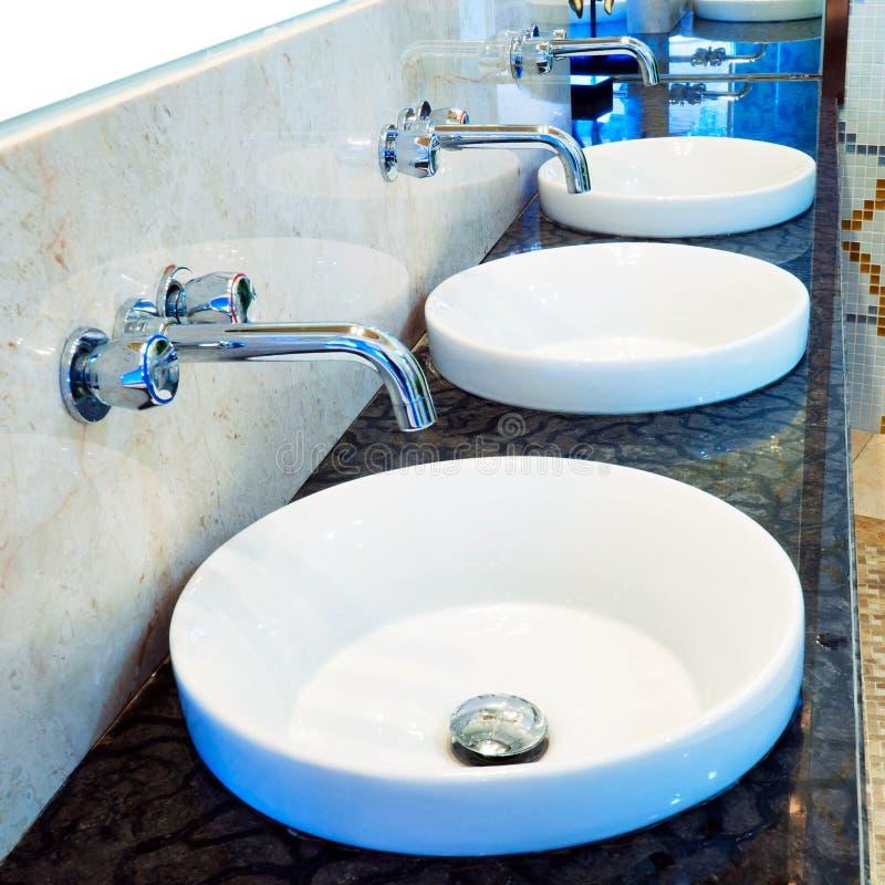 Lavabo de salle de bains images libres de droits