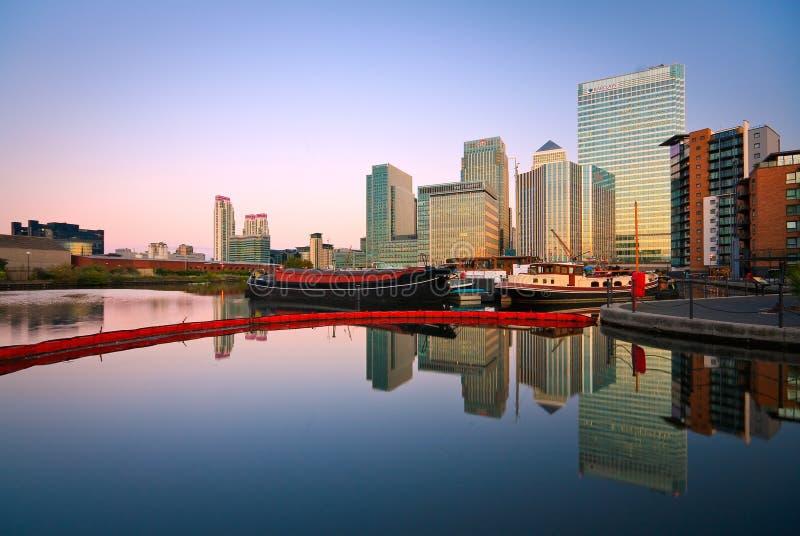 Download Lavabo Y Canary Wharf, Londres De Blackwall Fotografía editorial - Imagen de docklands, exposición: 41911187