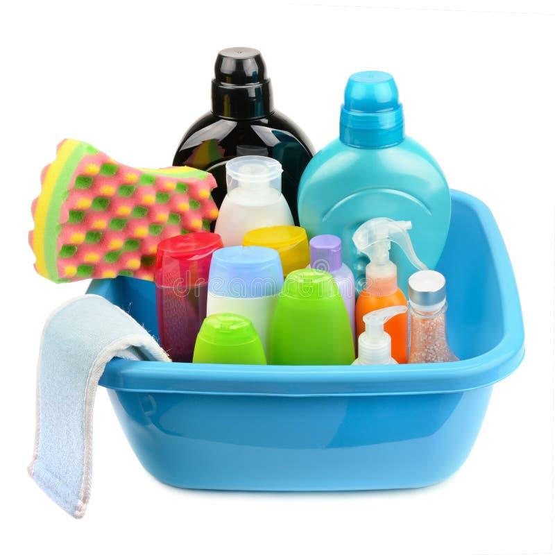 Lavabo y una botella de champú y de jabón imagen de archivo libre de regalías