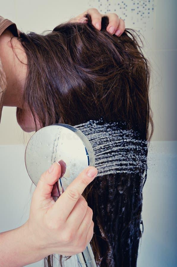 Lavado del pelo imagen de archivo