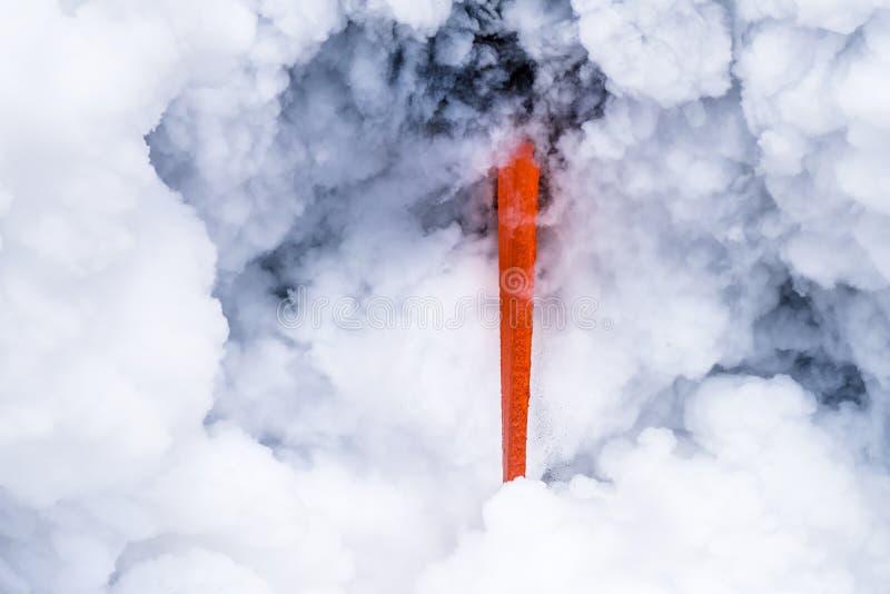 Lavafluss in Hawaii stockbild