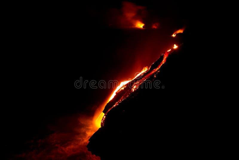 Lavafluss nachts lizenzfreies stockfoto