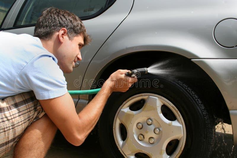 lavage d'homme de véhicule photographie stock libre de droits