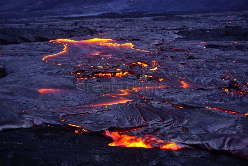 Lavagebied met nieuwe lava in Hawaï stock foto
