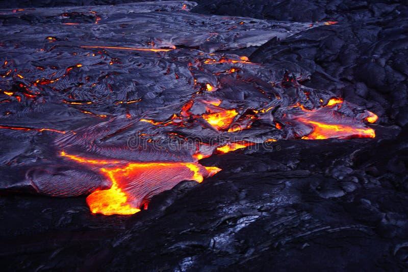 Lavagebied met nieuwe lava in Hawaï stock afbeeldingen